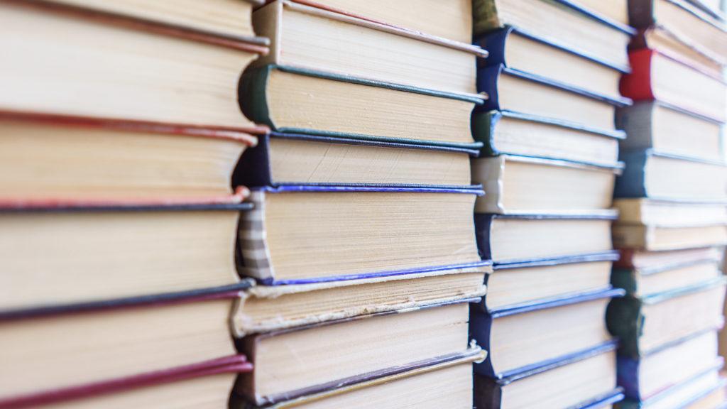 Högar av böcker